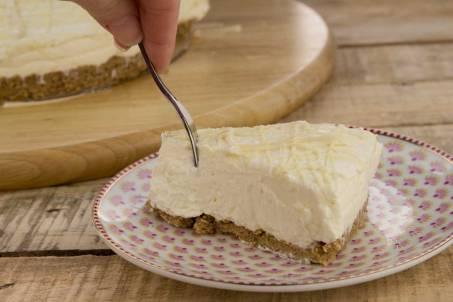 White-Chocolate-Cheesecake-Slice-2-RoseHartSweets