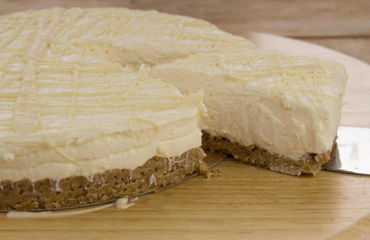 Whole-White-Chocolate-CheeseCake-RoseHartSweets