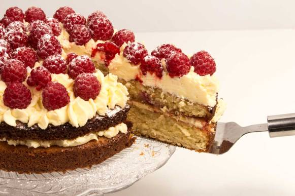 Raspberry-and-almond-cake-RoseHartSweets